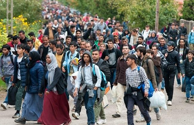 12,220 Refugees Enter Austria