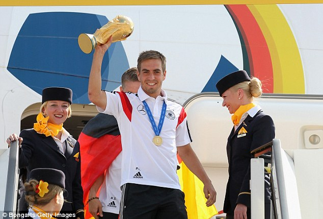 Philipp-Lahm-holds-the-World-Cup-as-the-German