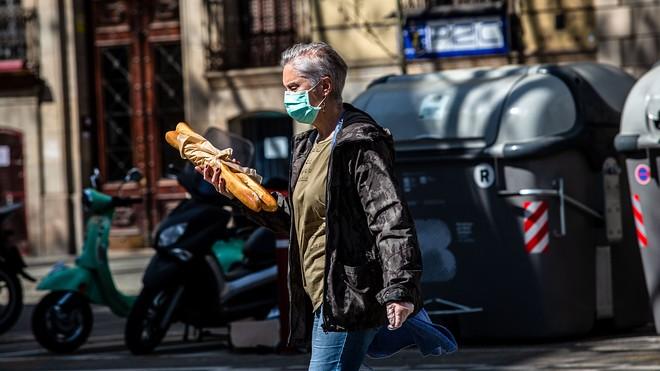 Spain to make wearing face masks